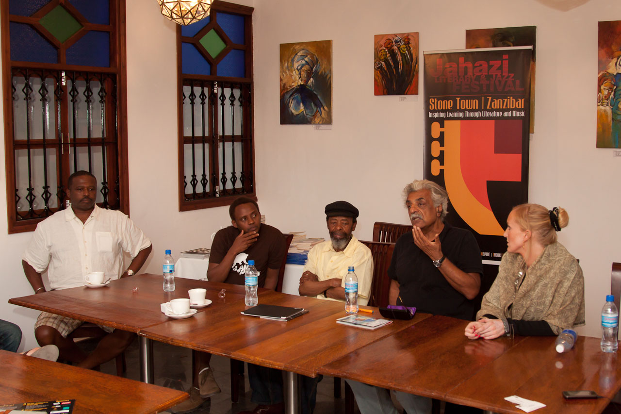 Literary_programme_panel_discussion_by_Peter_Bennett_IMG_8458s